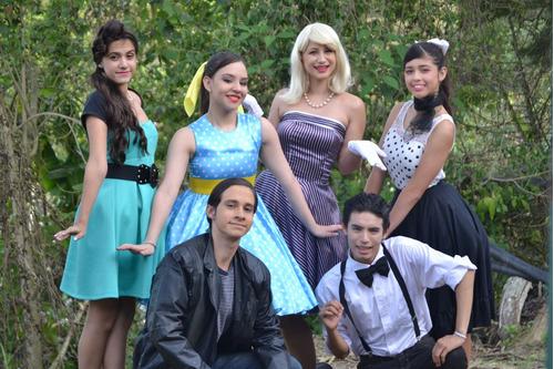 show lol surprise, mickey navidad, elena, club 57, unicornio