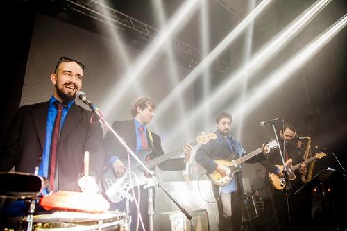 show - música para fiestas, eventos, casamientos - tsunami