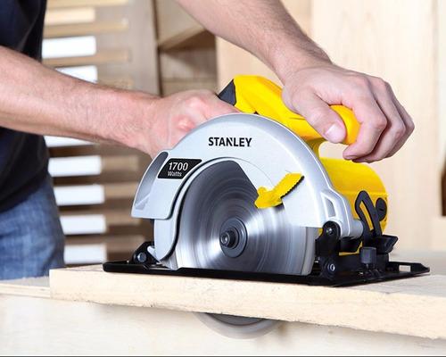 sierra circular stanley stsc1718 7 1/4  1700w. incluye disco
