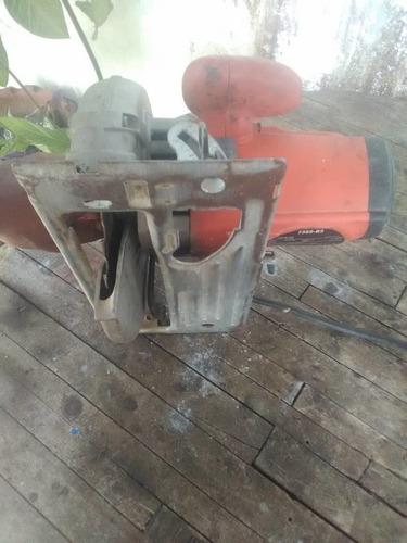 sierra de madera usada pero funciona muy bn