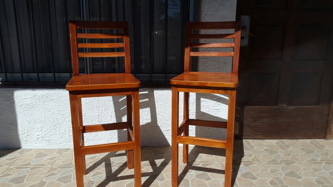 Silla alta ideal para desayunador o barra color caoba for Sillas altas para barra