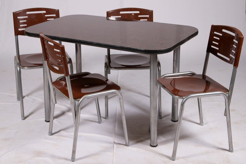 silla apilable con respaldo y asiento de polipropileno