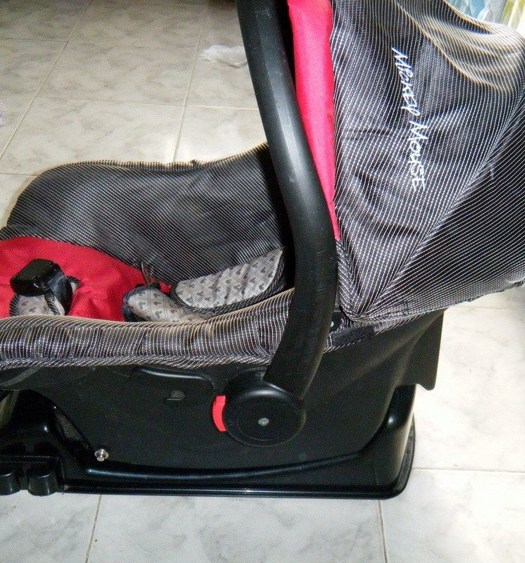 Silla bebe para auto mickey disney poco uso con base for Silla de bebe para auto