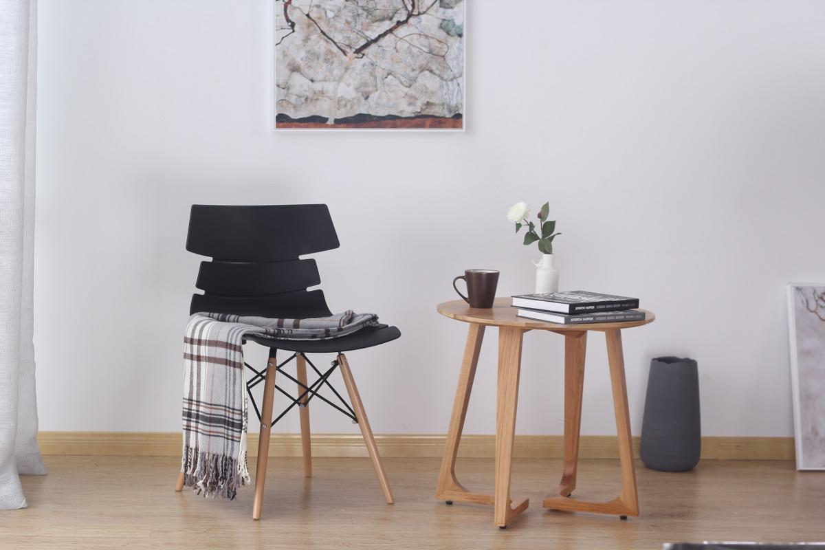 Silla comedor minimalista negra vikio cer micas castro for Ceramicas castro