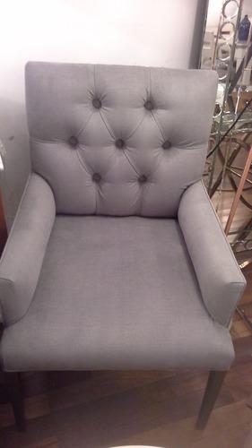 silla con capitone y apoya brazos