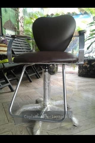 silla de barbería y peluquería nueva.
