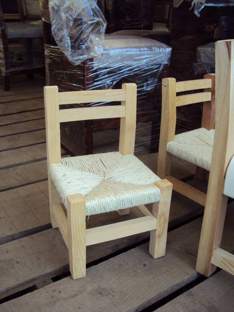 Silla de madera en miniatura con paja en - Restaurar sillas de madera ...