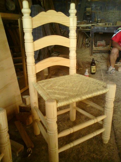 silla de madera tejida en palma en mercado libre