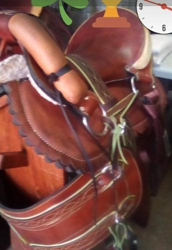 silla de montar caballo con sus aperos