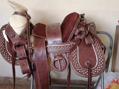 silla de montar ,montura charra ,cola de pato con cantinas