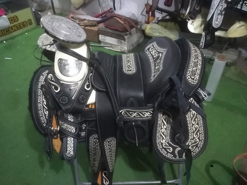 silla de montar,montura charra cola de pato