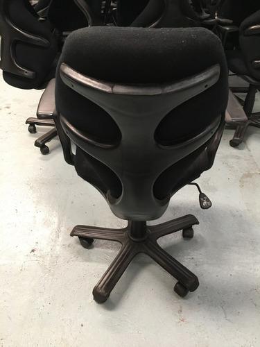 silla de oficina multiregulable con apoya brazos y gas ergon