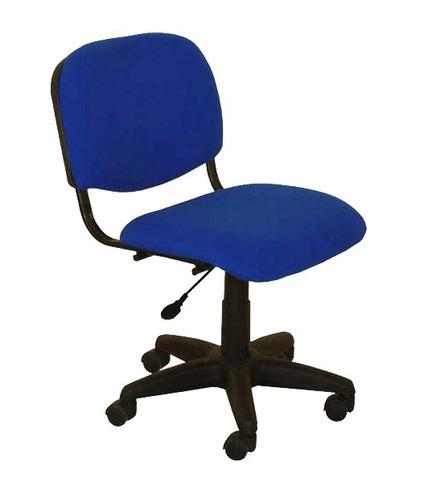 silla de oficina tapizada, móvil, con regulación de altura.