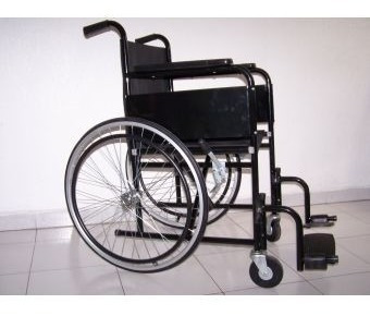 silla de ruedas con soporta pierna