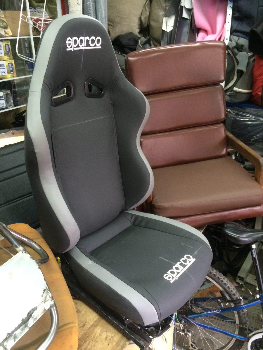Silla deportiva carro oficina en cuero el color es 599 for Silla de oficina deportiva