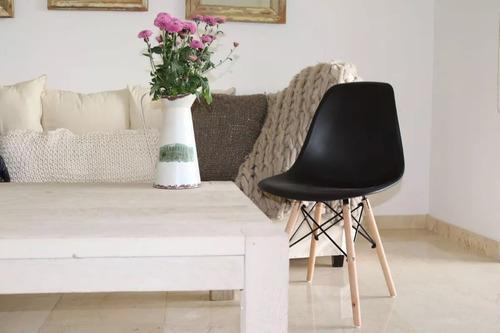 silla eames monocasco plastico negro pata de madera tio musa