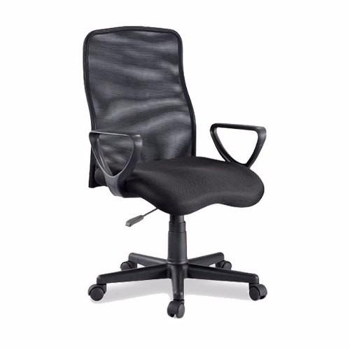 silla ejecutiva en malla negra con asiento acolchado y base