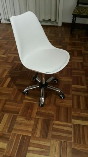Silla ejecutiva pc oficina eames blanca con ruedas 1 for Sillas montevideo