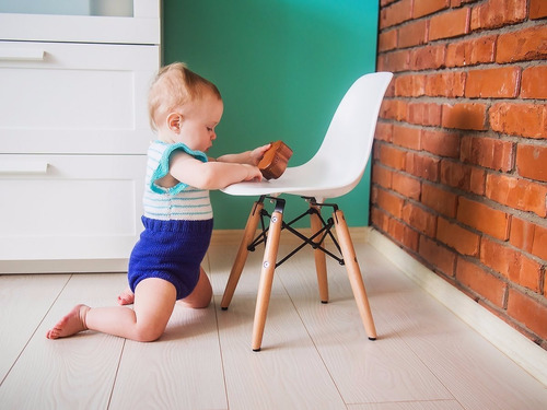 silla estilo eames para niños / palo piña