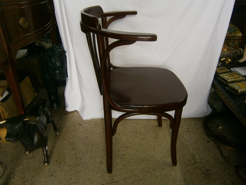 silla estilo vienes con brazos antigua
