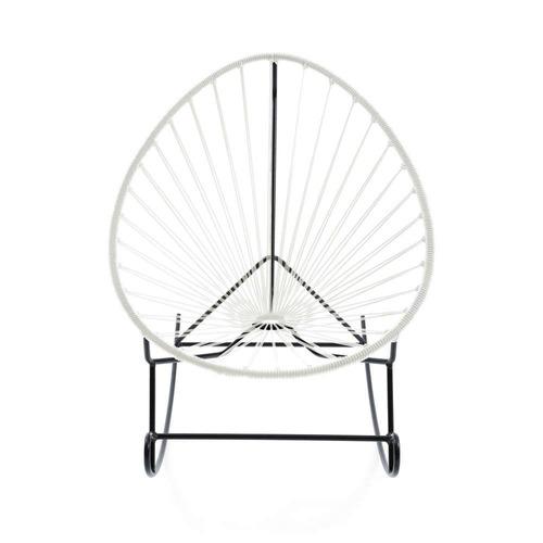 silla mecedora acapulco blanco con estructura metálica negra