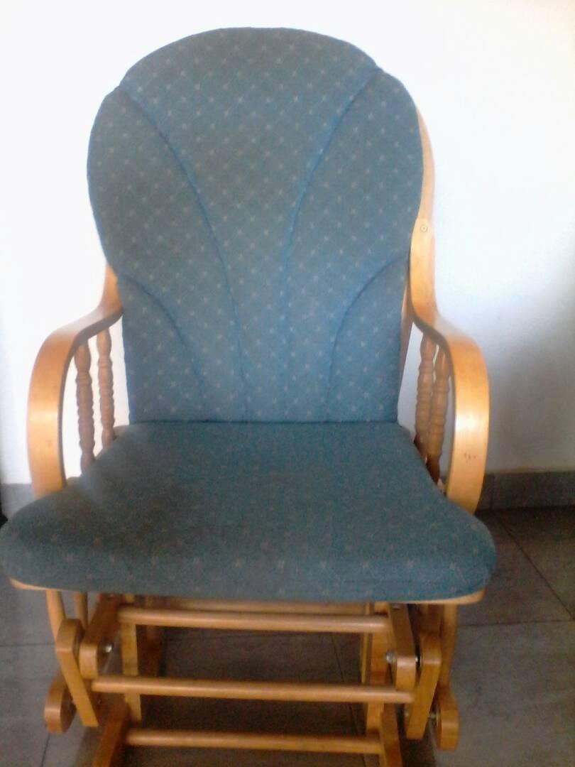 03a6c21d9 Silla Mecedora De Madera Usada - Bs. 0,05 en Mercado Libre