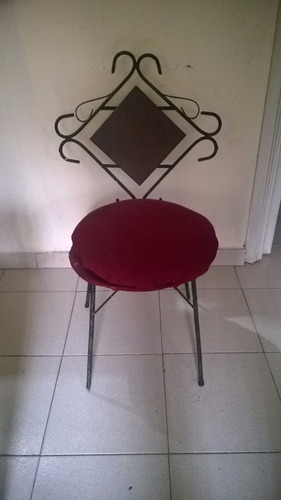 sillas de hierro forjado con cojin.