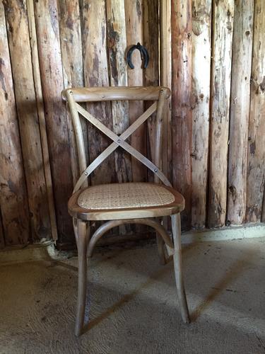 sillas de madera y junquillo
