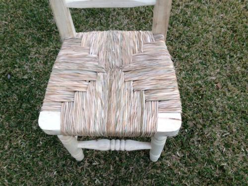 sillas de madera y totora