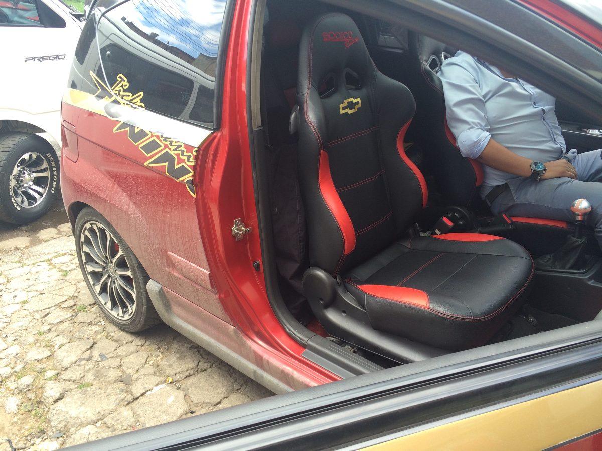 Sillas deportivas d carro oficina sparco momo cuero tuning for Sillas para vehiculos