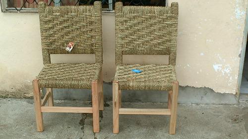 sillas en madera con asiento y respaldo tejido en cardo