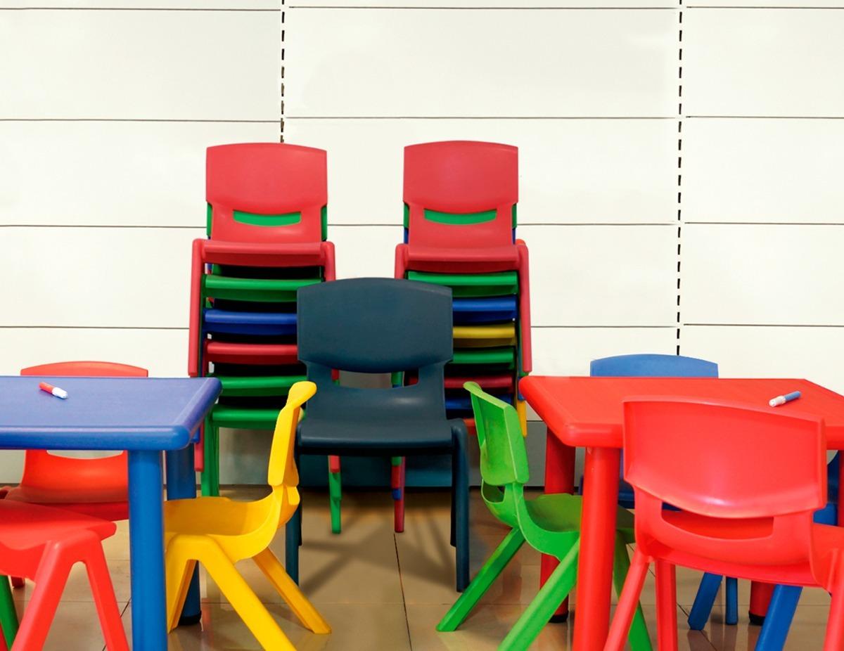 Sillas escolares pl sticas 2 a 4 a os 506 00 en for Sillas escolares
