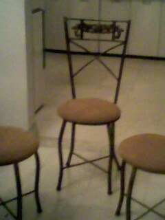 sillas metalicas abullonadas