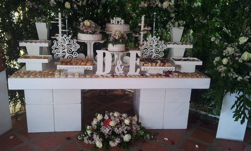 sillas tifany mesas en madera estantes carretas candy barr