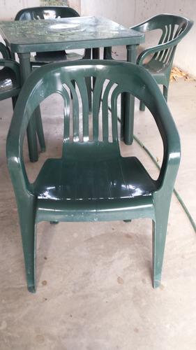 sillas y mesa manaplas