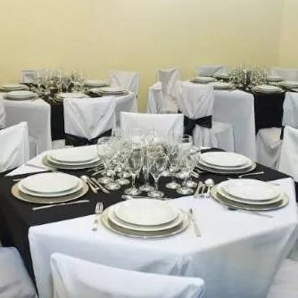 sillas,manteles,mesas,platos,cort luces,estufa,champañeras,