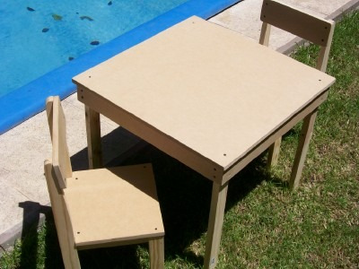 Sillitas infantiles madera y m d f de 15mm sillas para for Sillas para 2 ninos diferente edad