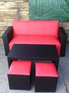 sillón 3 cuerpos + mesa+2 puff