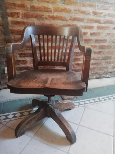 sillón antiguo de madera