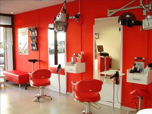 sillon de corte de peluqueria rojo