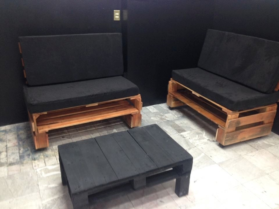 Sill n dos plazas elaborado con tarimas de madera for Sillon dos plazas