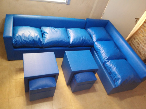 sillon esquinero cubo de2,50x1,80 en ecocuero+mesa y puff