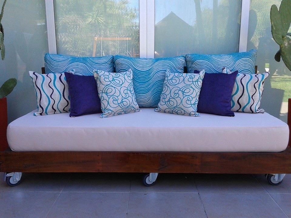 Fotos de sofas hechos con palets elegant sofs hechos con - Sillones hechos con palets ...