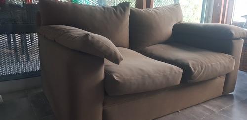 sillón marrón de 2 cuerpos