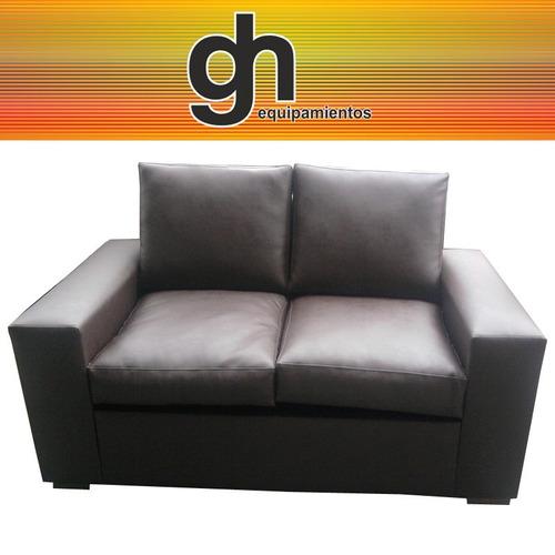 sillon modelo americano con almohadones sueltos, muy cómodo