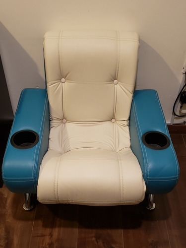 sillón pequeño azul y blanco