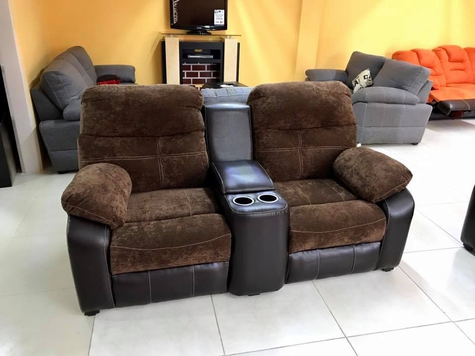 Sill n reclinable doble medellin con porta vasos for Sillon reclinable tela