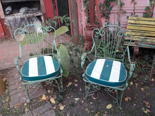 sillones de jardín de hierro antiguos con almohadones