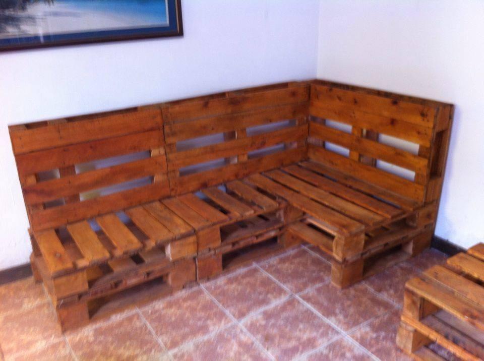 Sillones en madera de pallets tratados para casa jard n for Muebles madera montevideo