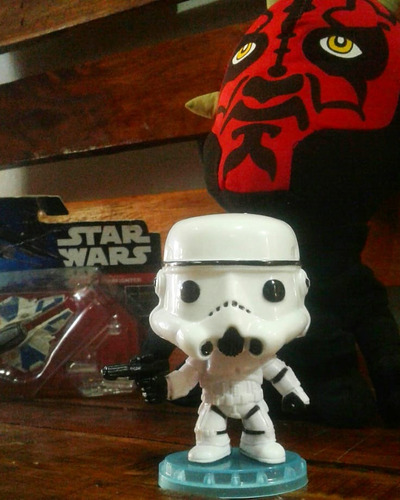 simil funko pop de stormtrooper peluche de darth maul